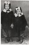 Irina Petraş-sora--mai-mica-in-1952 _ http://www.irinapetras.ro/Poze/carti/Cu-sora-mea-mai-mica-in-1952.jpg